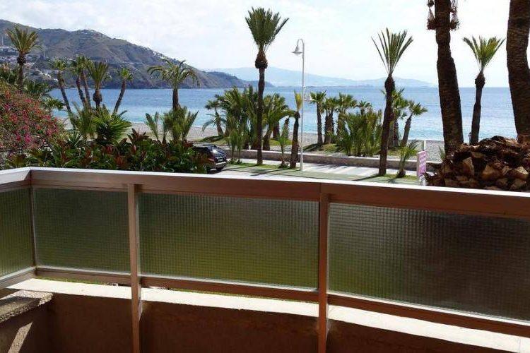 Vistas al Jardín  desde balcón hotel velilla